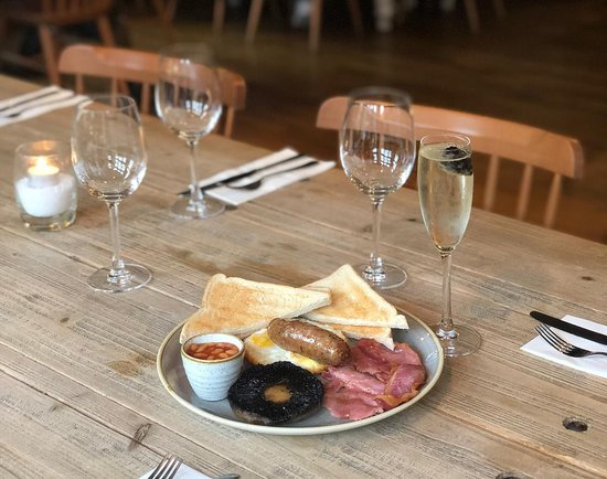 The Royal Windsor Pub: Prosecco brunch at The Royal Windsor available every weekend
