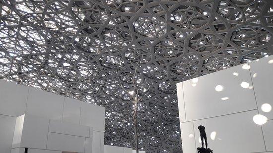 Le toit recouvrant les salles