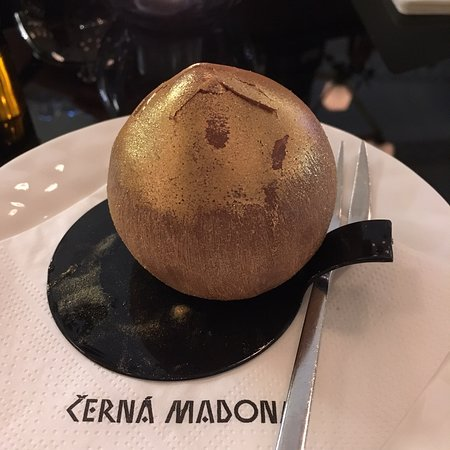 Cerna Madona Photo