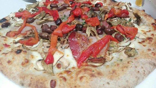 Pizzeria Caffetteria karalis: IMPASTO CON SEMI DI PAPAVERO