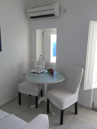 Canaves Oia Suites: Sitting area