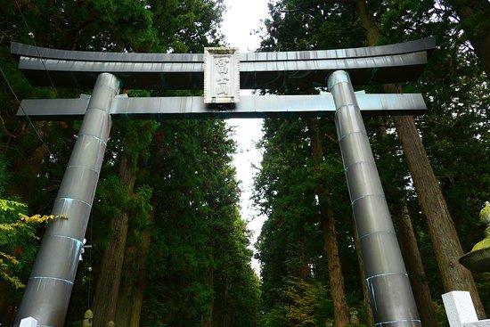 Kitaguchi Hongu Fuji Sengen Jinja Shrine: 入口の大鳥居。扁額には冨士山と書かれてます。