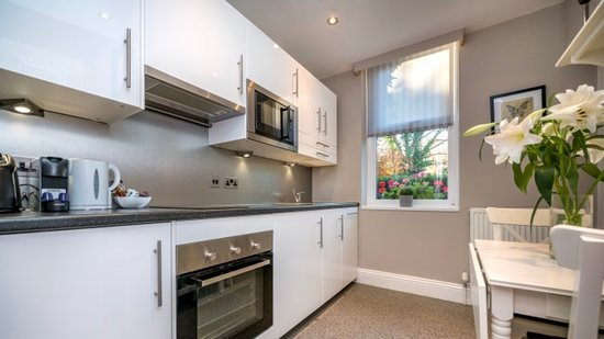 Ground floor Studio with fully fitted kitchen