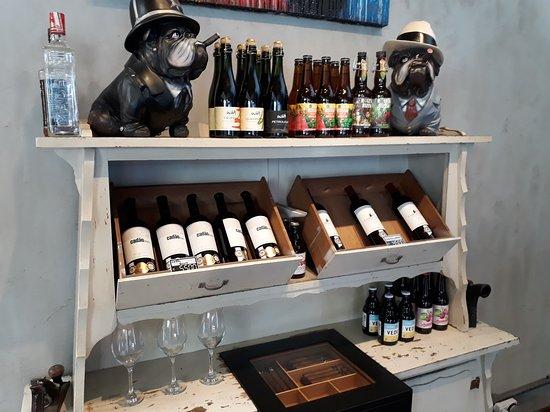 Barbudos Barbearia Augusto Tolle: Vinhos, cerveja artesanal e charutos
