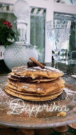 Dapprima Cafe: Pankes με μέλι κανέλα και ζάχαρη άχνη !!!