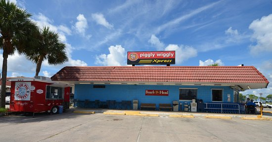 From hand-cut meats and cheeses and fresh local seafood to top-quality produce and made-to-order pizza, our full-service St. George Island grocery store offers something for everyone. Plus, our friendly customer service is second-to-none.