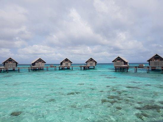 Shangri-La's Villingili Resort and Spa Maldives: Overwater villas