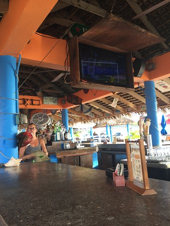 The Cracked Conch by the Sea: Bar view