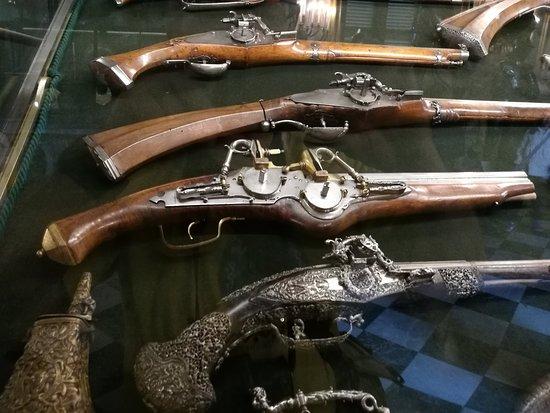 Particolare vetrina delle pistole