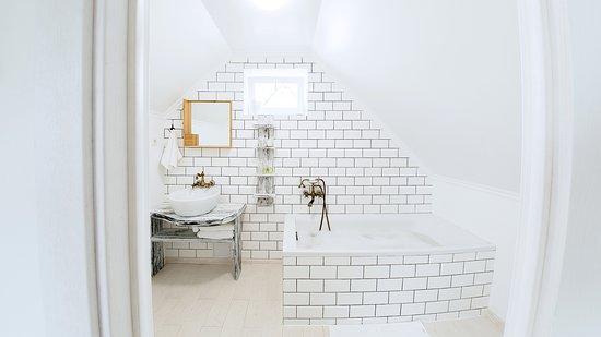 Ванная комната в семейном коттедже