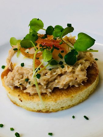 Crab with homemade crumpets