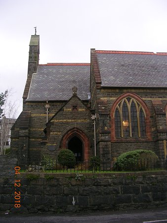 Entrance to St. Peter's Church (Pwllheli)