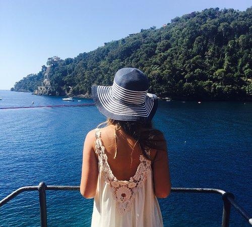 Параджи, Италия: Mare stupendo, spiaggia privata con una piccola parte di spiaggia libera, bellissima la passeggiata tra Paraggi e Portofino