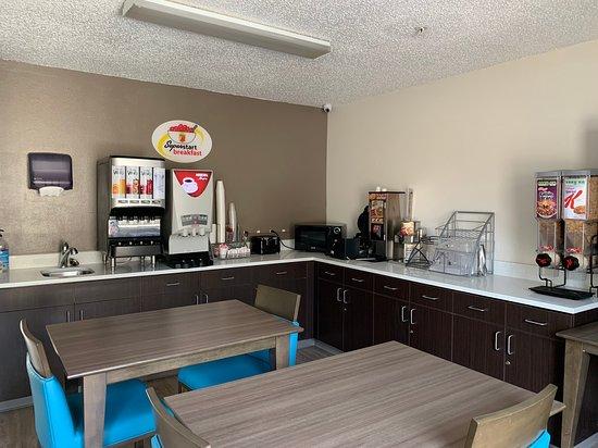 Super 8 by Wyndham Waxahachie TX: Breakfast area