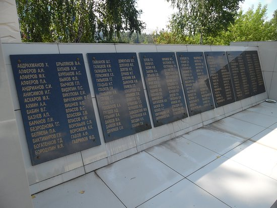 Monument Grieving Mother: plaques with names of fallen