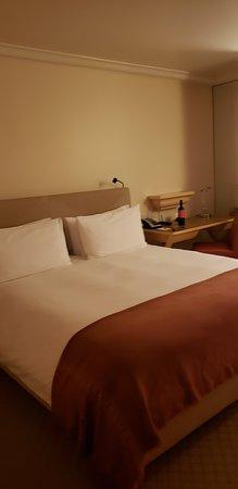 Taj Campton Place: Very comfortable King Size Bed