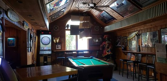 Snappers On The Water: Game room