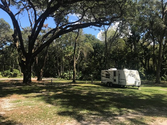 Floral City, FL: Large spacious treed sites.