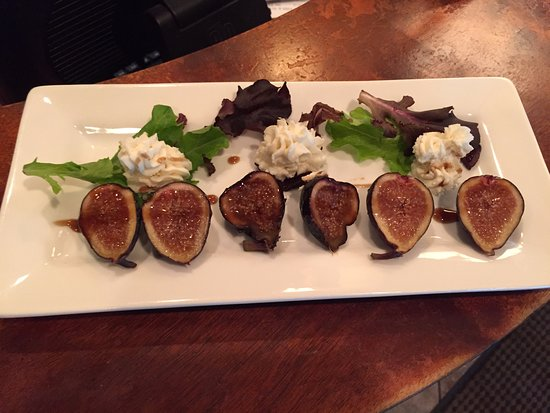 fresh figs with honeyed goat cheese