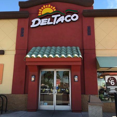 Del Taco: Entrance