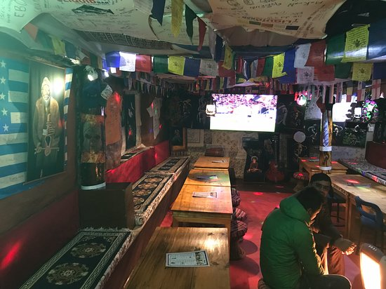 Namche Bazaar, Nepal: Big Screen for sports and movie time.