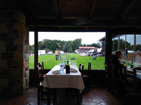 Casa De Aldea Casona Los Gamonales: Restaurante y exterior