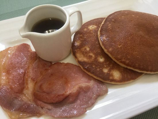 Croham Park Bed & Breakfast: From the hot breakfast menu; Pancakes with Canadian maple syrup and bacon.