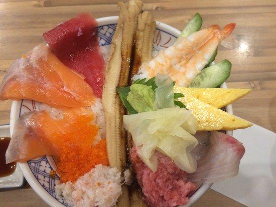 Isomaru Suisan Tachikawa North Entrance Odori: 海鮮こぼれ丼