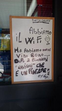 Bagni di San Filippo, Ιταλία: Il vino bono in Toscana non manca mai 😉🍷