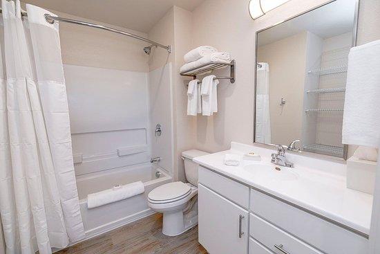 WaterWalk Denver Tech Center: Bathroom