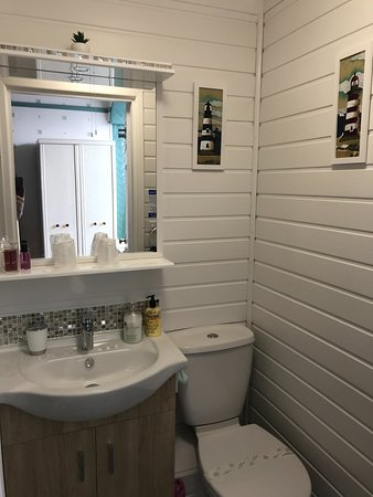All rooms with modern compact ensuite along with towels, handwash and shower gel provided.