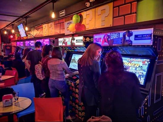 Gamer Score: Restaurant with arcades