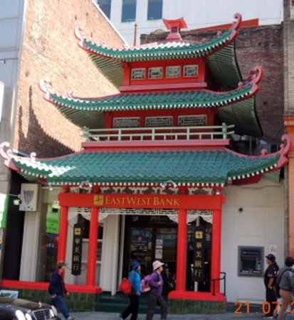 French Escapade - Private Tours: Passage dans Chinatown pendant les visites a pied en français de San Francisco avec French Escapade.