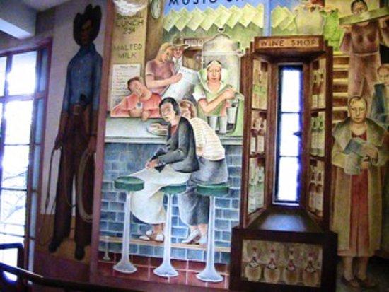 French Escapade - Private Tours: Peintures murales à la Coit tower pendant les visites a pied en français de San Francisco avec French Escapade.