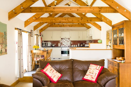 Chy-an-Oula Self Catering Cottage - Lounge/ Kitchen/ Dining area