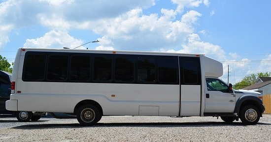 New Orleans, LA: 28 Mini Bus / Shuttle Bus Perfect for corporate and special events, weddings, large traveling groups, etc.
