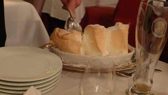 Санкт-Йохан-им-Понгау, Австрия: Nice place!! Gorgeous meal and dessert:)