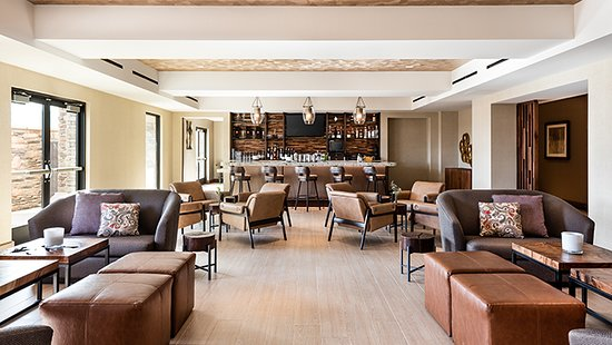 Bear Springs Hotel: The Lounge at Bear Springs Bistro.