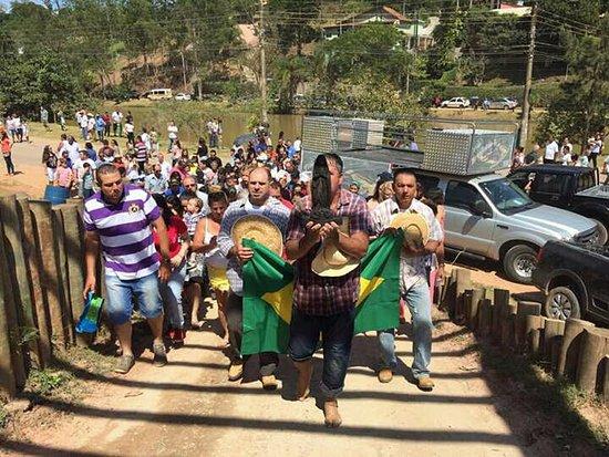 Campo Limpo Paulista, SP: Procissão de Nossa Senhora Aparecida. Momento de muita emoção e fé, com a participação de devotos de toda a região.
