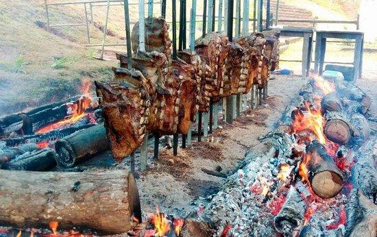 Campo Limpo Paulista, SP: Tradicional Costela de Chão realizada no mês de agosto.