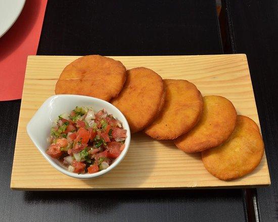 Granizo's: Clasicas Sopaipillas con pebre