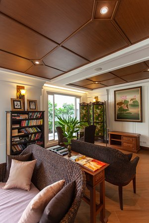 Viangbua Mansion: Library