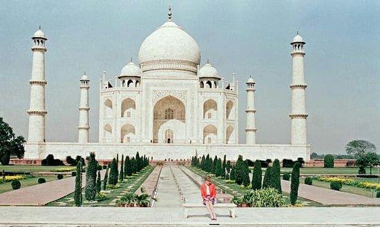 Taj Incredible Guide Tours