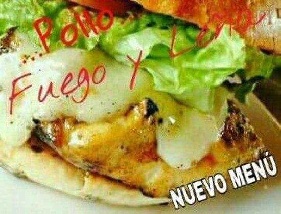 Fuego y Leña Pizza Artesanal: como no pensar en la carne blanca...hamburguesa de pechuga pollo rigurosamente fresco y al carbón...acompañala con una copita de vino blanco una delicia... ARTESANOS EN ACCIÒN!!