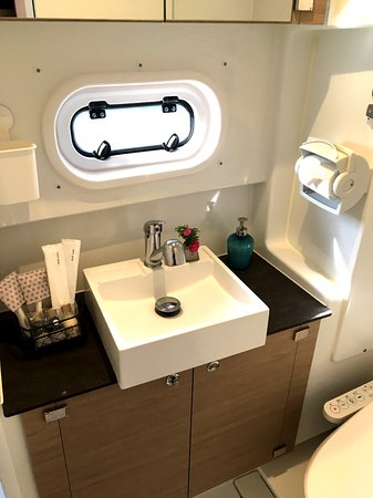 Setouchi Yacht Charter: Amenities -toothbrush, shampoo, conditioner, shower gel, razor