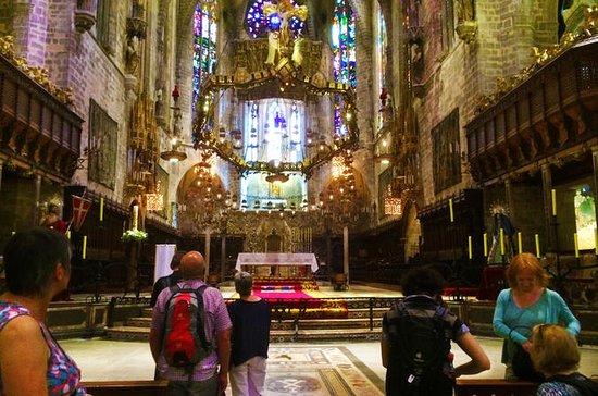 Mallorca Old Town Walking Tour with Cathedral Skip The Line Tour: Palma de Mallorca: 90 minutes Guided city tour with entrance to the Cathedral