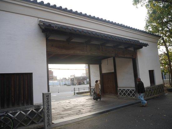 旧黒田藩蔵屋敷長屋門