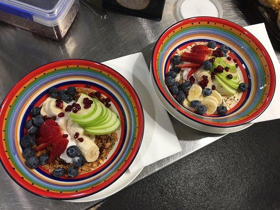Blend Providore Fine Food & Coffee: Breakfast bowls