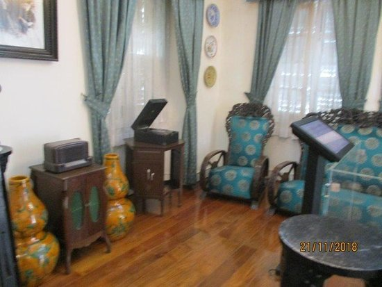 The Taipa Houses Museum: the living room in the first house