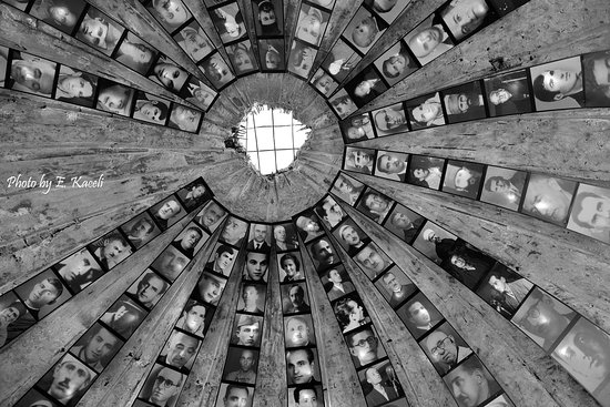 BunkArt 2: Entrata nello bunker antinucleare del ex regime comunista, convertito in museo in memoria delle 5500 vittime.